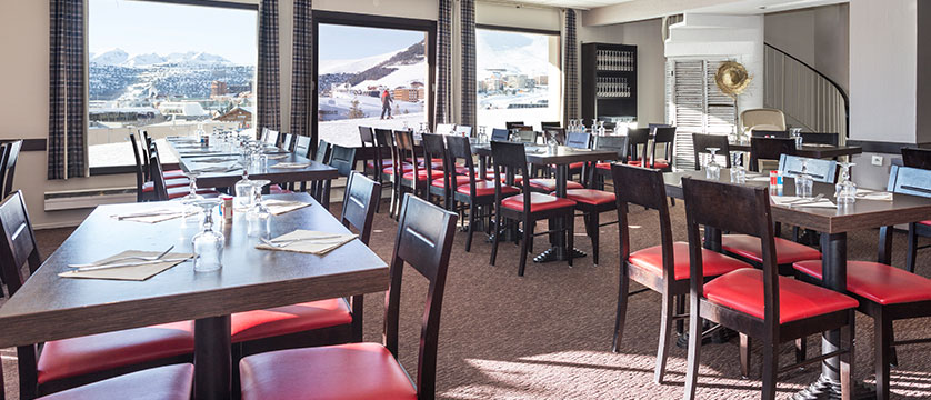 france_alpe-dhuez_hotel-club-les-bergers_restaurant.jpg